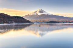 Lac Kawaguchiko fuji à la pagoda de Chureito photographie stock libre de droits