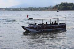 Lac Kerinci de moteur de visite de bateau images libres de droits