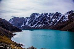 Lac Kol d'aile du nez - nature de Kirgiz Photo stock