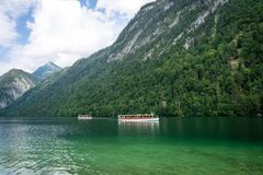 Lac Koningssee dans les Alpes allemands Photos libres de droits