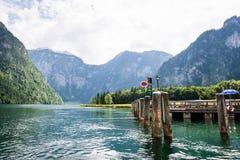 Lac Koningssee dans les Alpes allemands Images stock