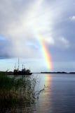 Lac Ladoga. Un arc-en-ciel. Images libres de droits