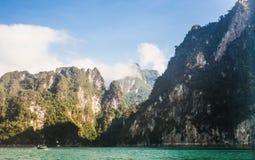 Lac lan de Cheow, Khao Sok National Park, Thaïlande Image stock