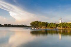 Lac le jour ensoleillé image libre de droits