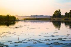 Lac le soir Photos stock