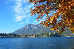 Lac Lecco dans la chute, Italie Image libre de droits