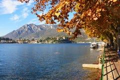 Lac Lecco dans la chute, Italie Photos stock