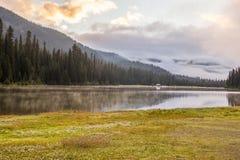 Lac majestueux de montagne en Manning Park, Colombie-Britannique, Canada Image libre de droits