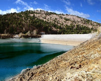 Lac Mavrovo, Macédoine Photo stock