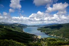 Lac Mavrovo, Macédoine Photographie stock libre de droits