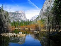 Lac mirror au stationnement national de Yosemite Image stock