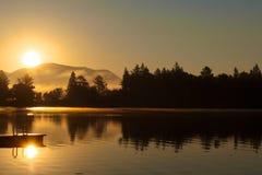 Lac mirror de lever de soleil photo libre de droits