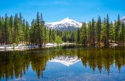 Lac mirror - parc national de Yosemite, la Californie Photos stock