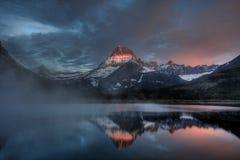 Lac Misty Dawn, parc national de glacier, Montana, Etats-Unis Swiftcurrent images libres de droits