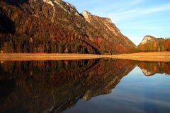 Lac Mittersee Autumn Reflections photographie stock libre de droits
