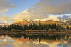 Lac Molas et montagnes d'aiguille, région sauvage de Weminuche, le Colorado Photo stock