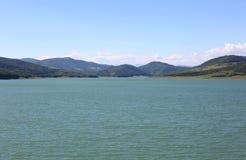 Lac montagneux image stock