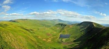 Lac montagneux dans Carpathiens photographie stock