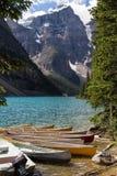 Lac moraine dans Rocky Mountains Photos stock