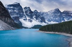Lac moraine, stationnement national de Banff image stock