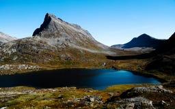 Lac mountain au réseau en Norvège Photographie stock libre de droits