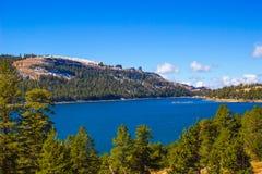 Lac mountain dans l'automne en sierra Nevada Mountains Photo stock