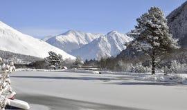 Lac mountain dans la neige pendant l'hiver Images libres de droits