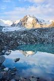Lac mountain près de chaîne de Kichik-Alai Photo libre de droits