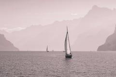 Lac mountain près de ville Brunnen image libre de droits