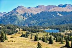 Lac mountain rocheuse Photo stock