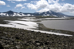 Lac mountain sur le Kamtchatka Photos stock