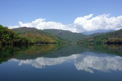 Lac mountain sur Sunny Day photo stock