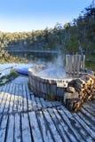 Lac nature de station thermale de baquet chaud photos stock