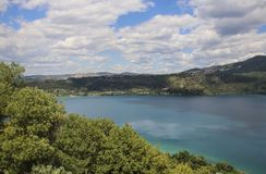 Lac Nemi, province Latium, Italie de Rome photos stock