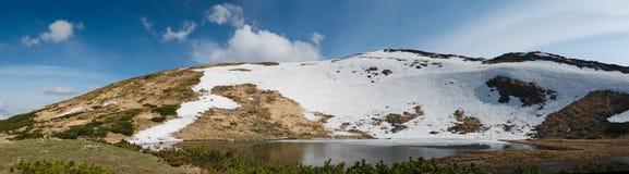 Lac Nesamovyte mountain Photographie stock