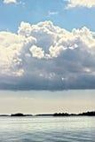 Lac nuageux Images stock