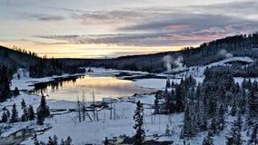 Lac nymph au coucher du soleil Parc national de Yellowstone images stock