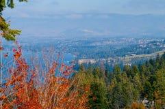 Lac Okanagan et collines environnantes Photographie stock libre de droits