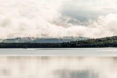 Lac ontario de Canada de deux canoës de canoë de rivières dessus près de l'eau en parc national d'algonquin photo stock