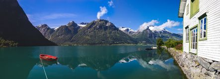 Lac Oppstrynsvatnet en Norvège Photo stock