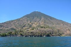Lac panoramique Guatemala Atitlan de paysages photographie stock libre de droits