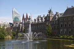 Lac par le Binnenhof Photo stock