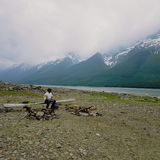 Lac par les montagnes image libre de droits