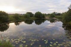 Lac Pesterevskoe au coucher du soleil photographie stock libre de droits