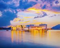 Lac Pichola et Taj Lake Palace, Udaipur, Ràjasthàn, Inde Photographie stock libre de droits