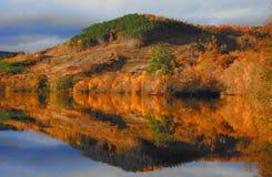 Lac pittoresque en automne Photo libre de droits