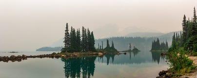 Lac placé sur une montagne Photos libres de droits