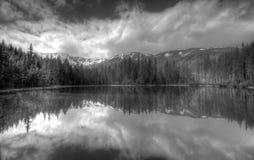 Lac polonais Smreczynski Staw de montagnes de Tatra image stock