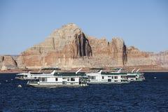 Lac Powell Peaks et bateaux-maison Photographie stock libre de droits