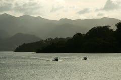 Lac près de volcan d'Arenal Photos libres de droits